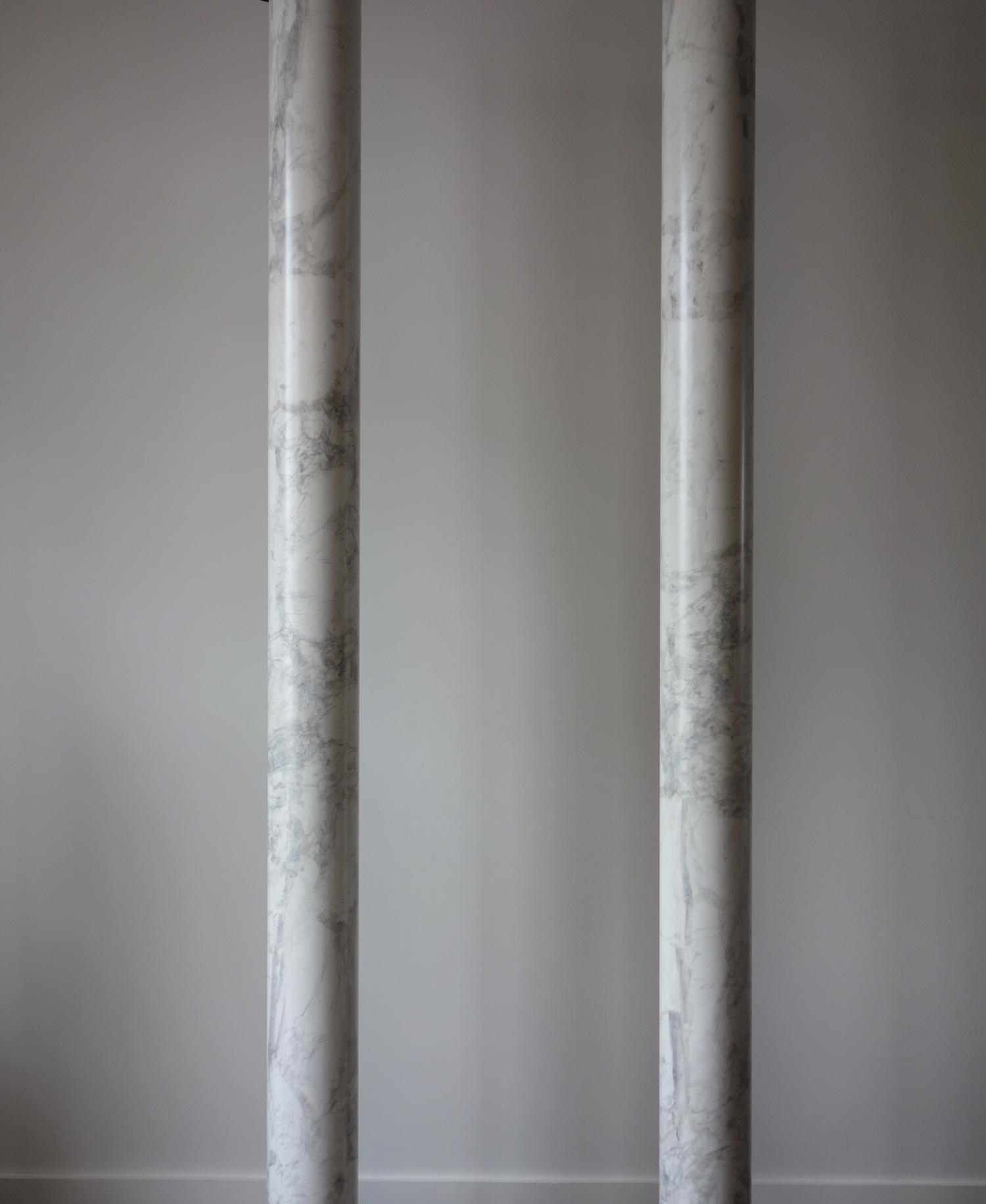 Colonnes en faux marbre blanc italien